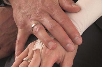 moderne Lieder zur Hochzeit in der Kirche Hände Ringe
